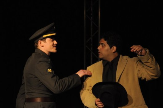 """In der Strafkolonie"" (2010) mit Mo Ahmadi & Fitz van Thom"